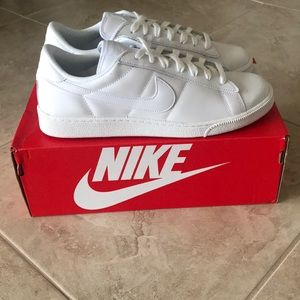 NWT Nike White Classic Tennis Shoes. Size 11.